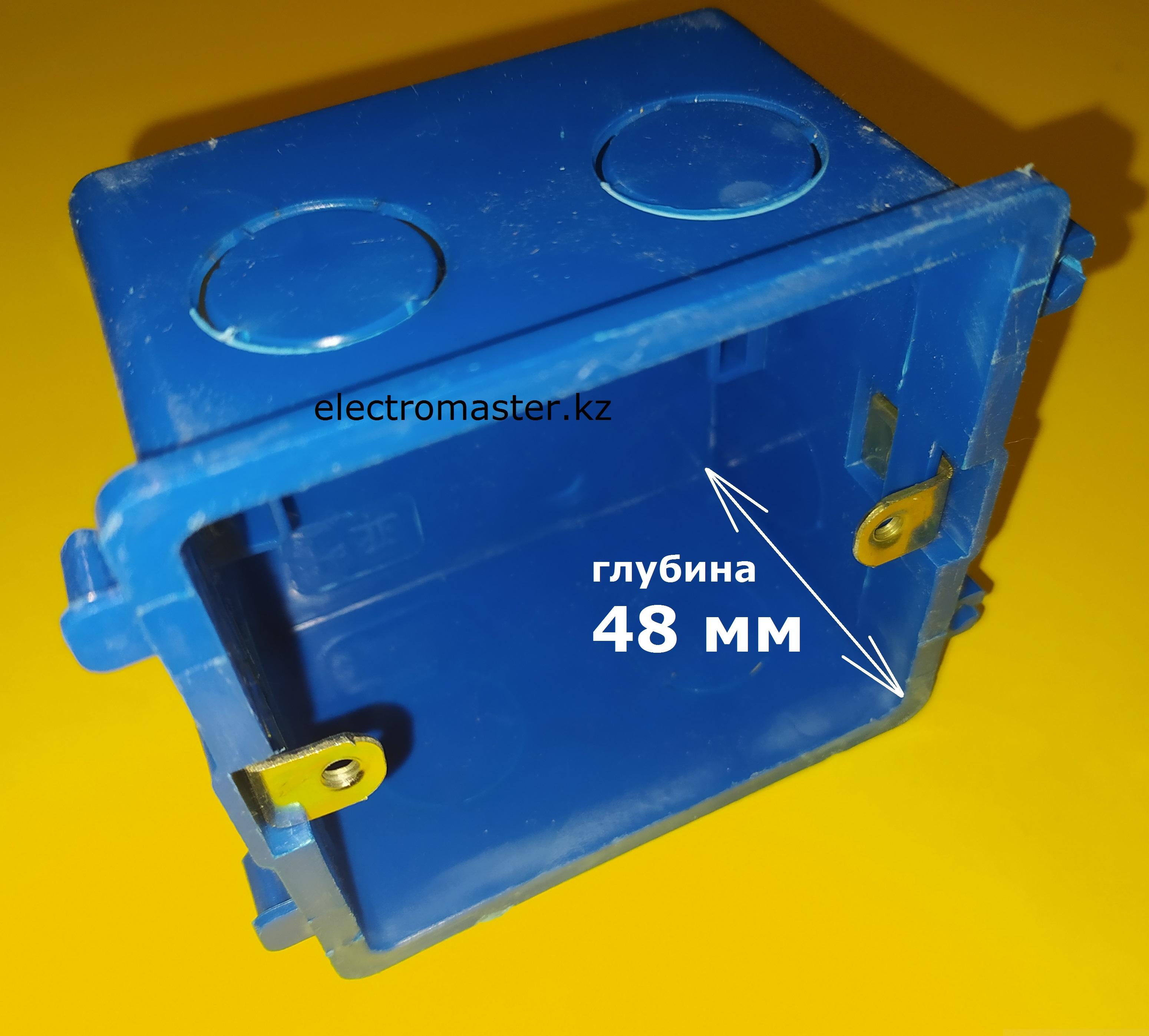 Глубина сборного квадратного подрозетника, стандарта 86х86 - 48 мм, позволяет разместить в нем любое электротехническое изделие